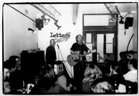 Con Francesco De Gregori al Lettere Caffè – 2002